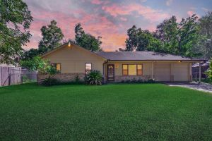 8811 Emnora Ln Houston, TX 77080