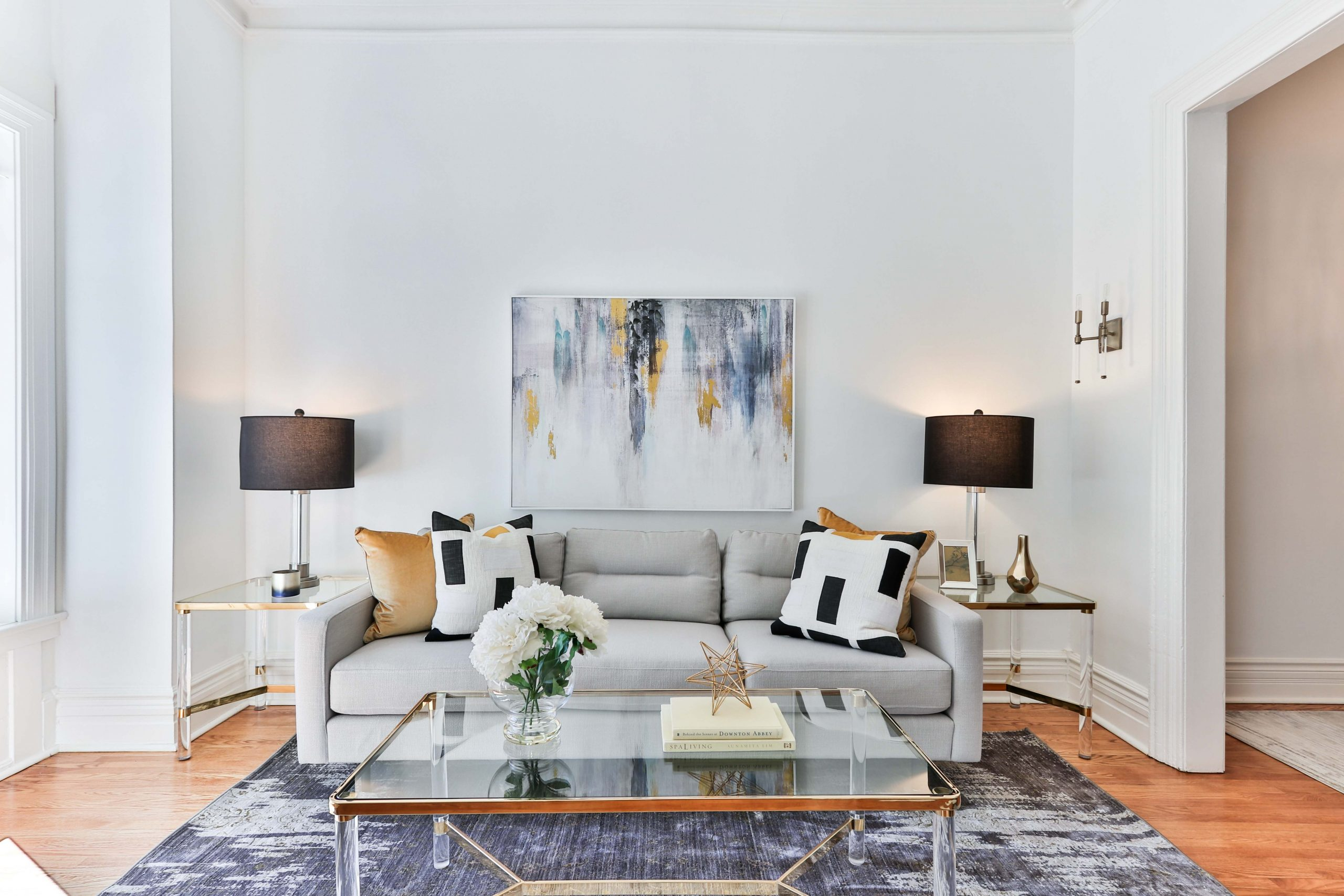 Cheap And Easy Staging Tips Pop of Color